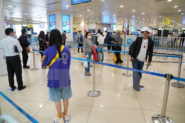 Air passengers at record low in April hinh anh 1