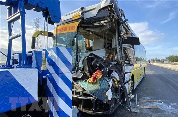 Road accidents kill 14 on first day of holidays hinh anh 1