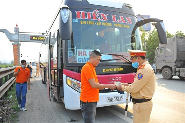 Traffic law violators can pay fines online hinh anh 1