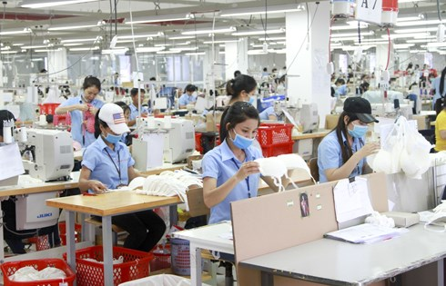 Enterprises face shortage of workers after easing of social distancing measures hinh anh 1