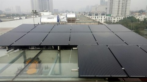 Rooftop solar power offers saving solution during COVID-19 hinh anh 1