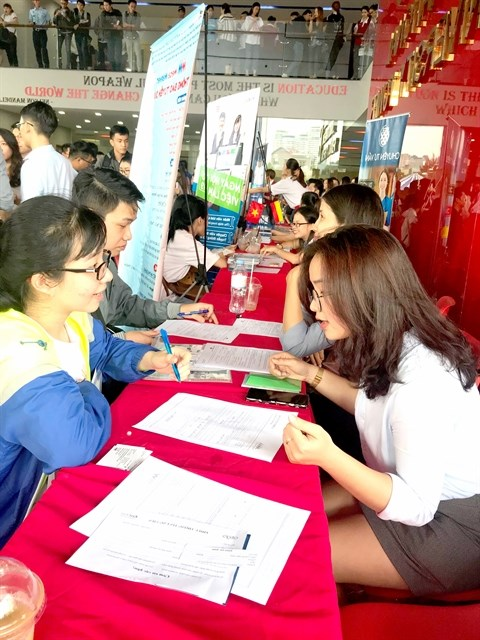 Employment fortunes mixed in first quarter across HCM City hinh anh 1