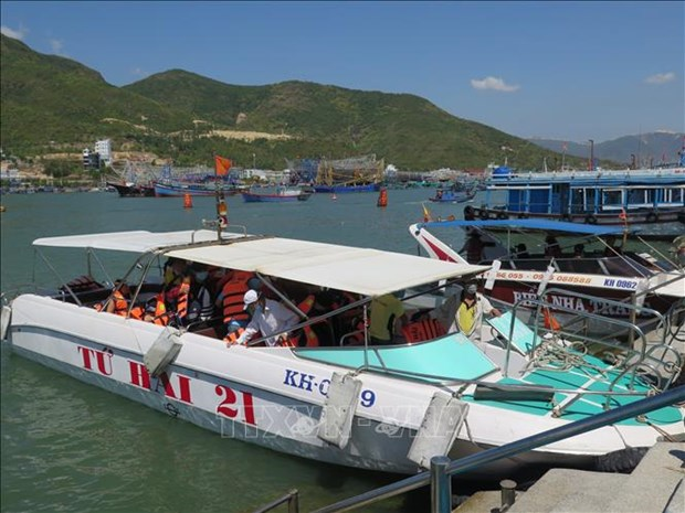 New 12-dock tourist pier on trial run in Nha Trang hinh anh 1
