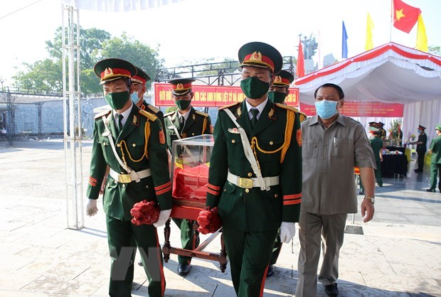 Quang Tri reburies martyrs' remains repatriated from Laos hinh anh 1