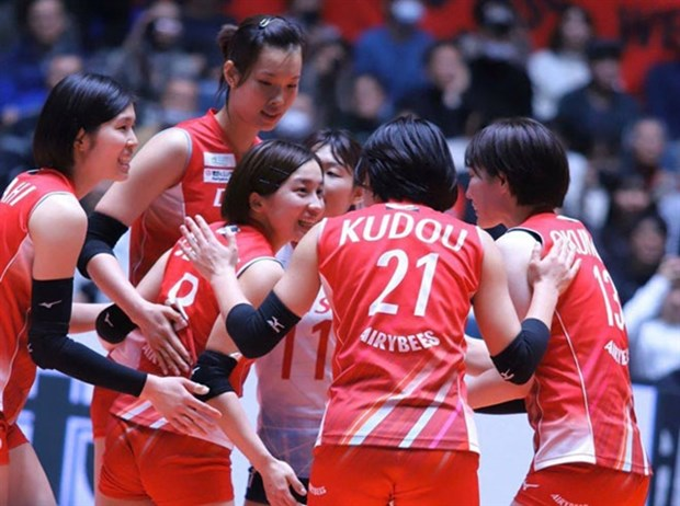 Vietnamese volleyball star to stay with Denso Airybee hinh anh 1