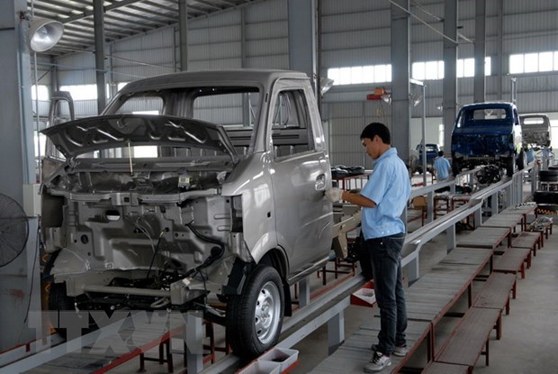 Car imports plunge in April hinh anh 1