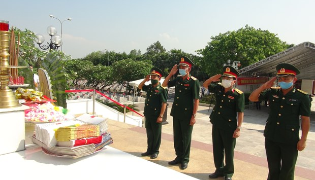 Remains of Vietnamese fallen soldiers in Laos reburied in Quang Binh hinh anh 1