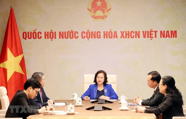 Vietnamese, Lao National Assembly leaders hold phone talks hinh anh 1