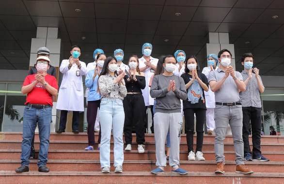 Eight more COVID-19 patients given all-clear hinh anh 1