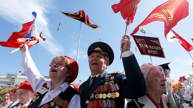 Vietnamese leaders congratulate Russian counterparts on Victory Day hinh anh 1