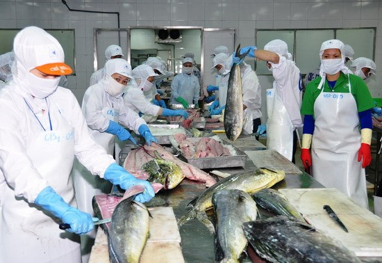 Seafood exports to drop 5 percent in Q2 hinh anh 1