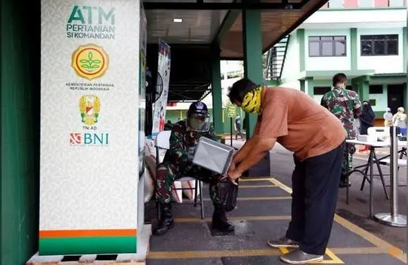 'Rice ATMs' provide staple for struggling Indonesians amid COVID-19 hinh anh 1