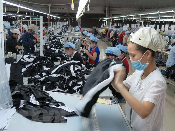 Vietnam enjoys trade surplus of 3.04 bln USD in first four months hinh anh 1