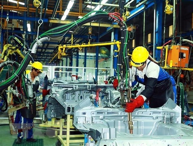 April auto sales down nearly 40 pct. vs March hinh anh 1