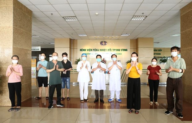 Eight more patients recover from COVID-19 hinh anh 1