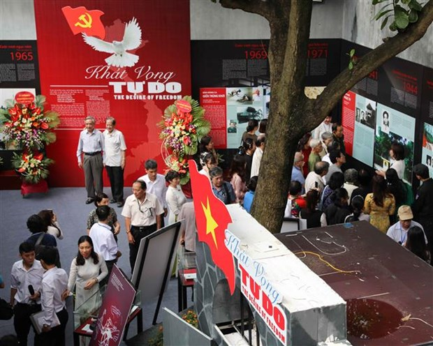 Exhibition opens at Hoa Lo Prison to mark President Ho Chi Minh's birthday hinh anh 1