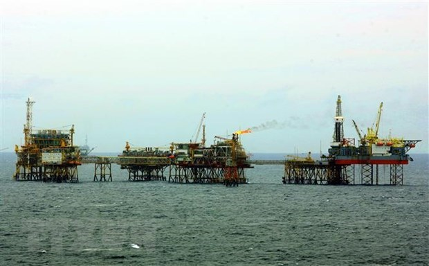Vietsovpetro launches wellhead platform's base at Bach Ho field hinh anh 1