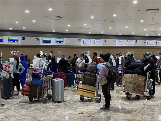 COVID-19: Vietnamese expatriates in Philippines return home hinh anh 1