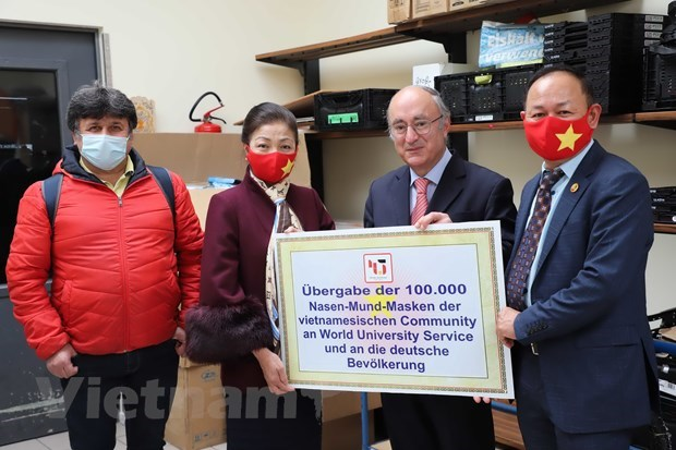 COVID-19: 100,000 masks presented to 16 German states hinh anh 1
