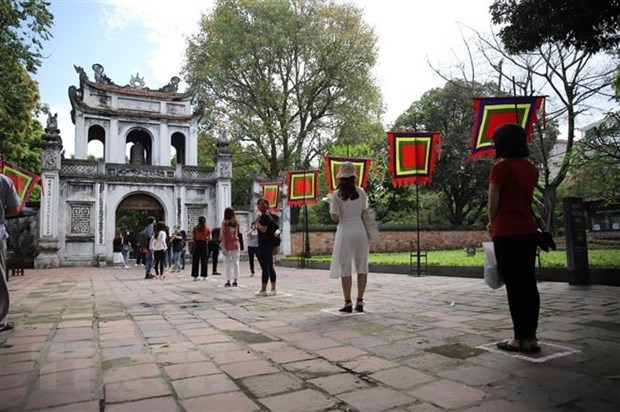 Hanoi attractions reopen for tourists hinh anh 1