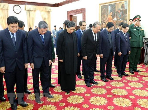Senior officials pay tribute to former Lao PM hinh anh 1