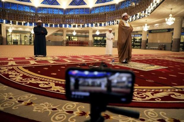 Malaysia allows mass prayers ahead of Eid holiday hinh anh 1