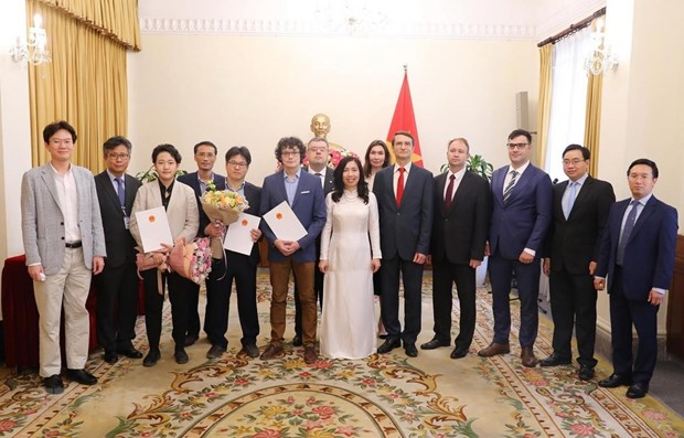 Russian, Korean press agencies licenced to open rep offices in Vietnam hinh anh 1