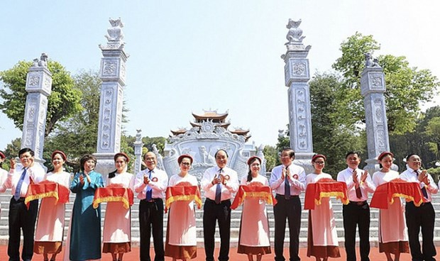 PM cuts ribbon to launch temple dedicated to President Ho's ancestors hinh anh 1