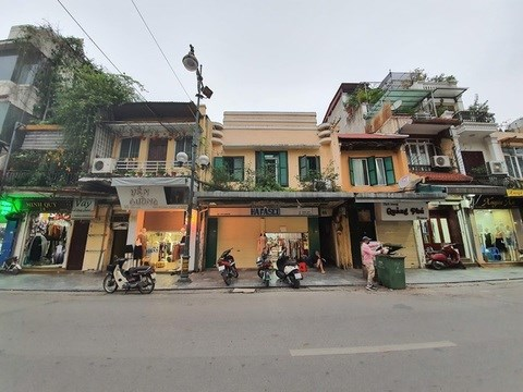 Hanoi retail space rentals down 30 percent due to COVID-19 hinh anh 1