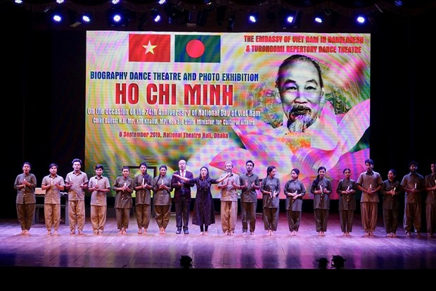 Foreign articles spotlight late President's life, dedication hinh anh 1