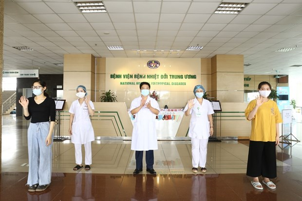 Three more COVID-19 patients given all-clear on May 18 hinh anh 1