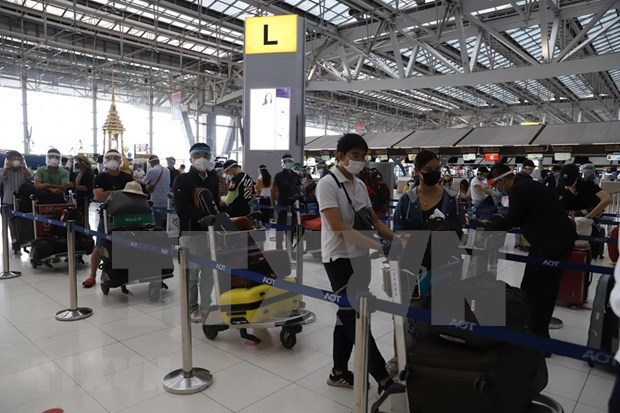 Nearly 300 Vietnamese return from Thailand hinh anh 1