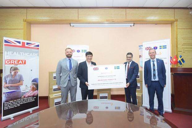 AstraZeneca Company donates 400,000 medical masks to Vietnam hinh anh 1