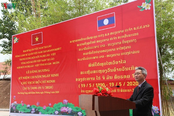 Ceremonies held to mark President Ho Chi Minh's 130th birthday in Laos, Thailand hinh anh 1