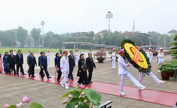Party, State leaders, parliamentarians commemorate President Ho Chi Minh hinh anh 1