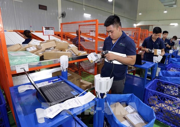 Vietnam strives to have over half of population shopping online by 2025 hinh anh 1