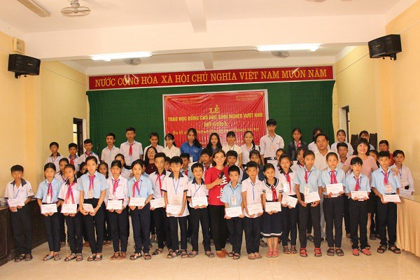 Local kids receive free check-ups and surgeries in Nghe An hinh anh 1