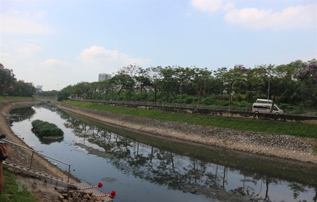Hanoi applies new technology to clean up To Lich river hinh anh 1