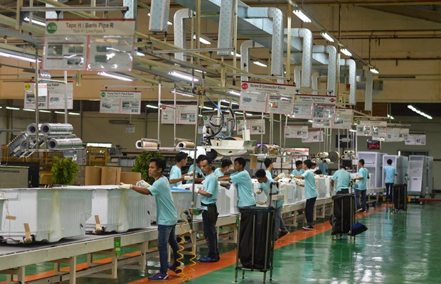 Indonesia's manufacturing industry struggles over capital shortage hinh anh 1