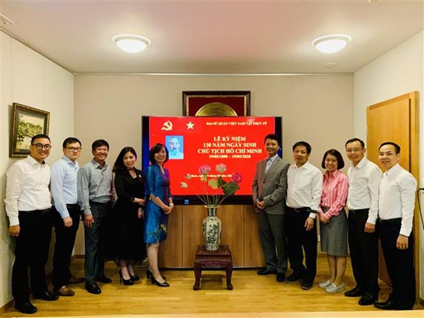 Uncle Ho's 130th birthday marked in Switzerland, Chile hinh anh 1