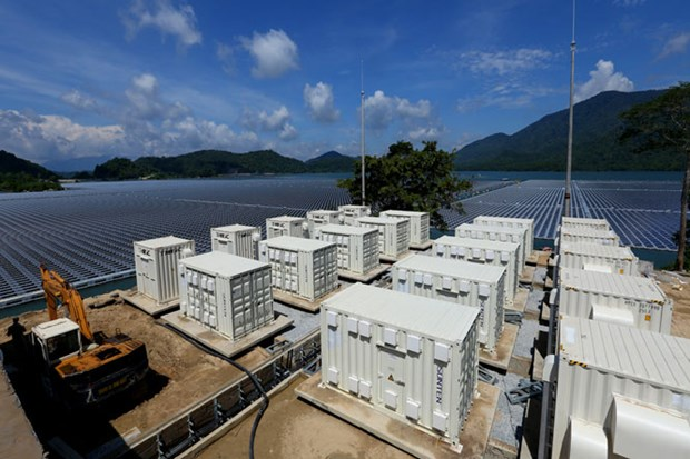 EVN calls for investment in solar power plants on reservoirs hinh anh 1