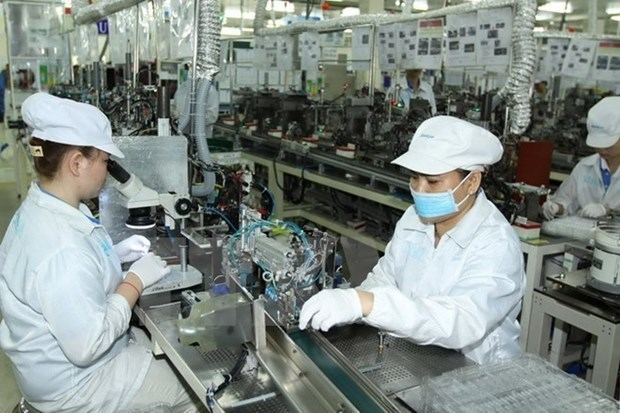 Vietnam records trade deficit in first half of May as exports drop hinh anh 1