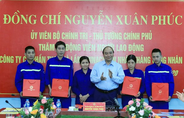 PM visits coal miners in Quang Ninh province hinh anh 1
