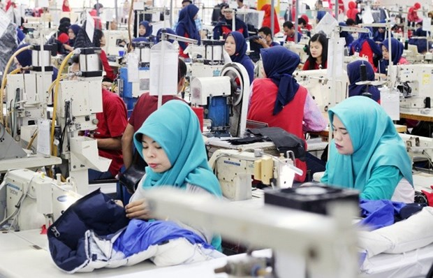 Indonesia: 400,000 workers in footwear industry lose jobs due to COVID-19 hinh anh 1