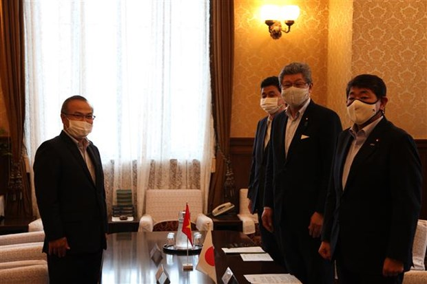 Japanese lawmaker values Vietnam's achievements in fighting COVID-19 hinh anh 1