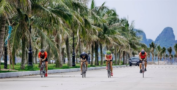 Athletes to compete in Tuan Chau Sunset Triathlon in August hinh anh 1