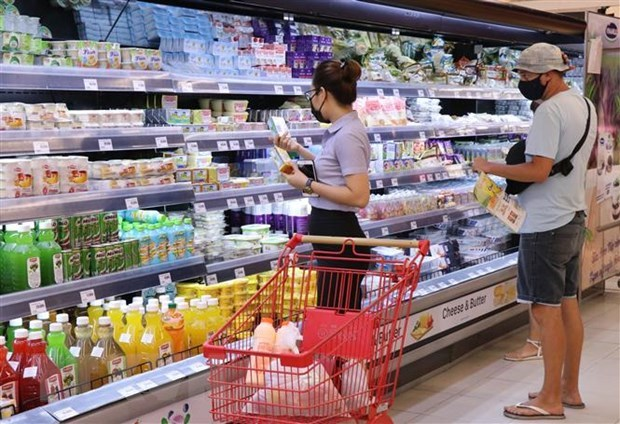 Consumers change shopping habits amid COVID-19 pandemic hinh anh 1