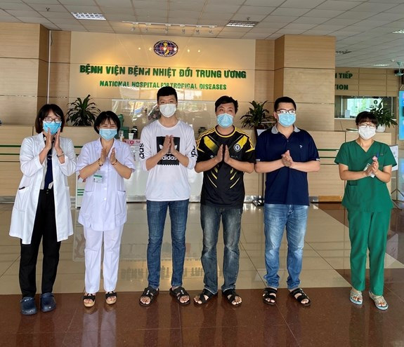 Five more COVID-19 patients discharged from hospitals, total recoveries at 307 hinh anh 1