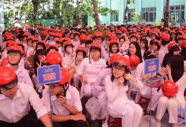 Honda Vietnam kicks off programme giving away 20,000 free helmets hinh anh 1