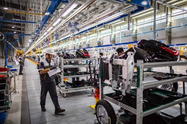 Enjoying incentives, prices of domestically-produced cars to decline hinh anh 1